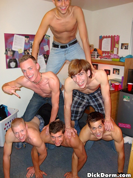 College boys in pyramid