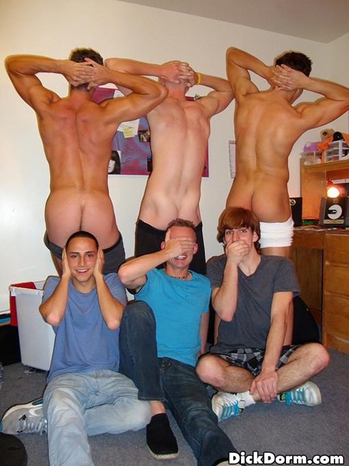 Frat boys mooning camera